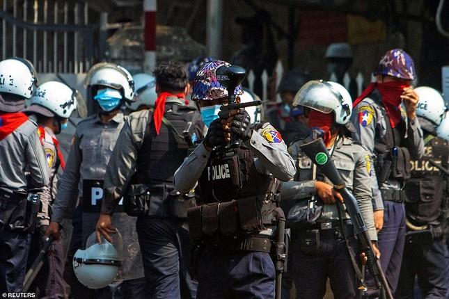 Reuters: 48 người thương vong khi cảnh sát Myanmar đụng độ người biểu tình ảnh 2