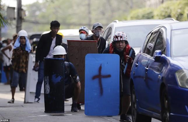 Reuters: 48 người thương vong khi cảnh sát Myanmar đụng độ người biểu tình ảnh 8