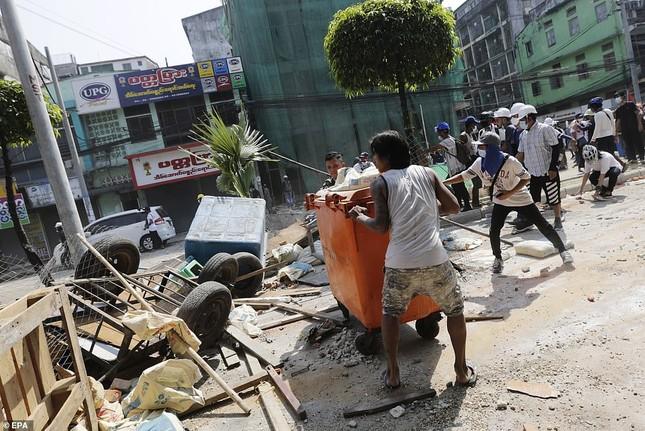 Reuters: 48 người thương vong khi cảnh sát Myanmar đụng độ người biểu tình ảnh 7