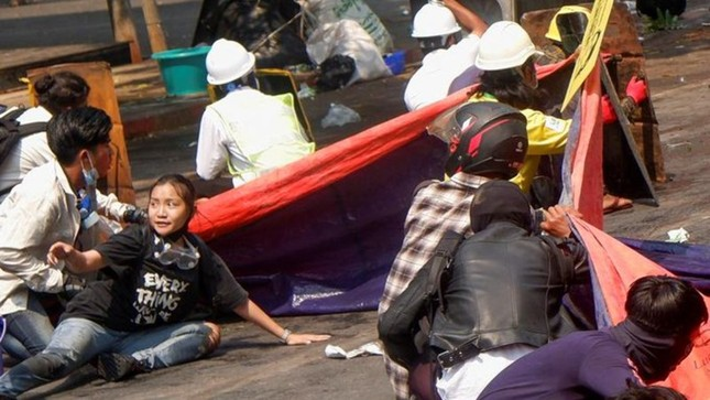 Chính quyền Myanmar khai quật mộ người biểu tình, hé lộ kết luận gây sốc ảnh 1