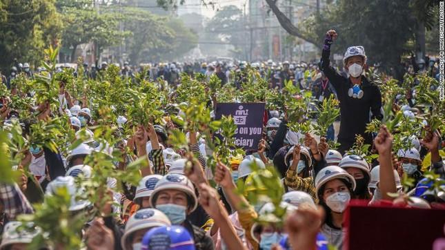 Myanmar: Hai người biểu tình thiệt mạng, quân đội kiểm soát bệnh viện ảnh 2