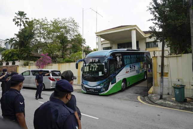 Đoàn ngoại giao Triều Tiên rồng rắn rời Malaysia hậu cắt đứt quan hệ ngoại giao ảnh 5