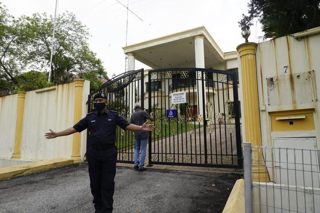 Đoàn ngoại giao Triều Tiên rồng rắn rời Malaysia hậu cắt đứt quan hệ ngoại giao ảnh 6