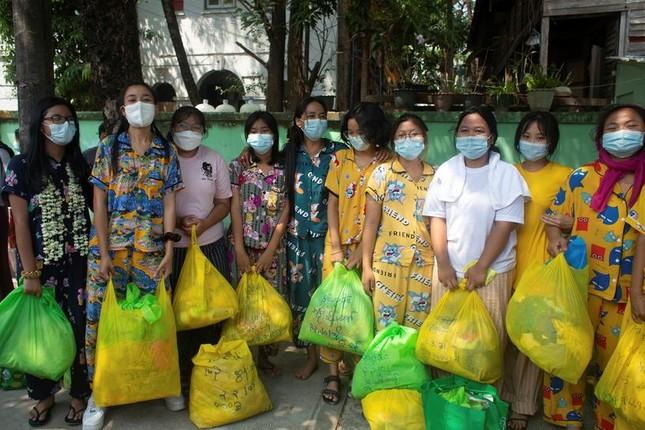 Quân đội Myanmar trả tự do cho hàng trăm người biểu tình ảnh 1