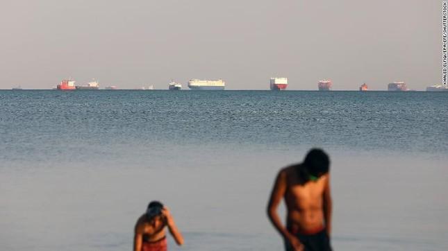 Giải cứu thành công tàu container sau một tuần mắc cạn chắn ngang kênh Suez ảnh 5