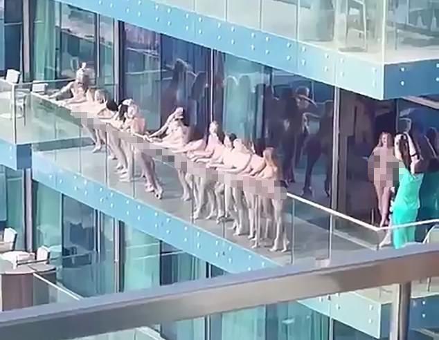 15 phụ nữ khỏa thân giữa ban ngày ở Dubai gây phẫn nộ ảnh 1