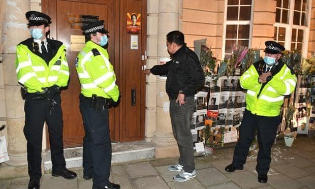 Đại sứ Myanmar tại Anh bị cấm cửa, không được vào đại sứ quán ảnh 1