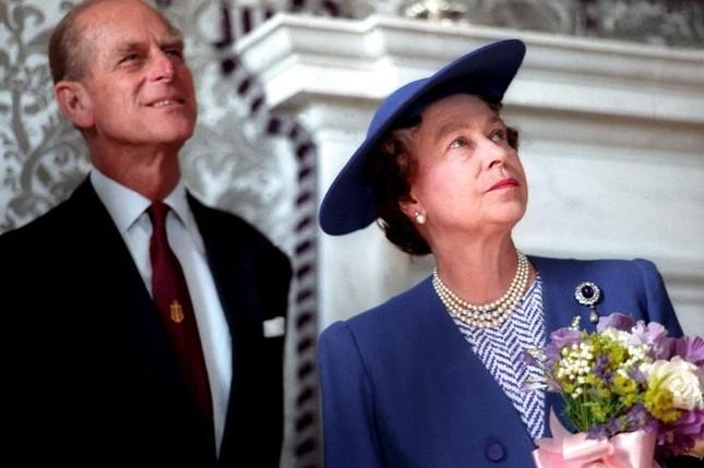 Loạt ảnh ghi dấu chuyện tình đẹp như cổ tích của Hoàng tế Philip và Nữ hoàng Elizabeth ảnh 22
