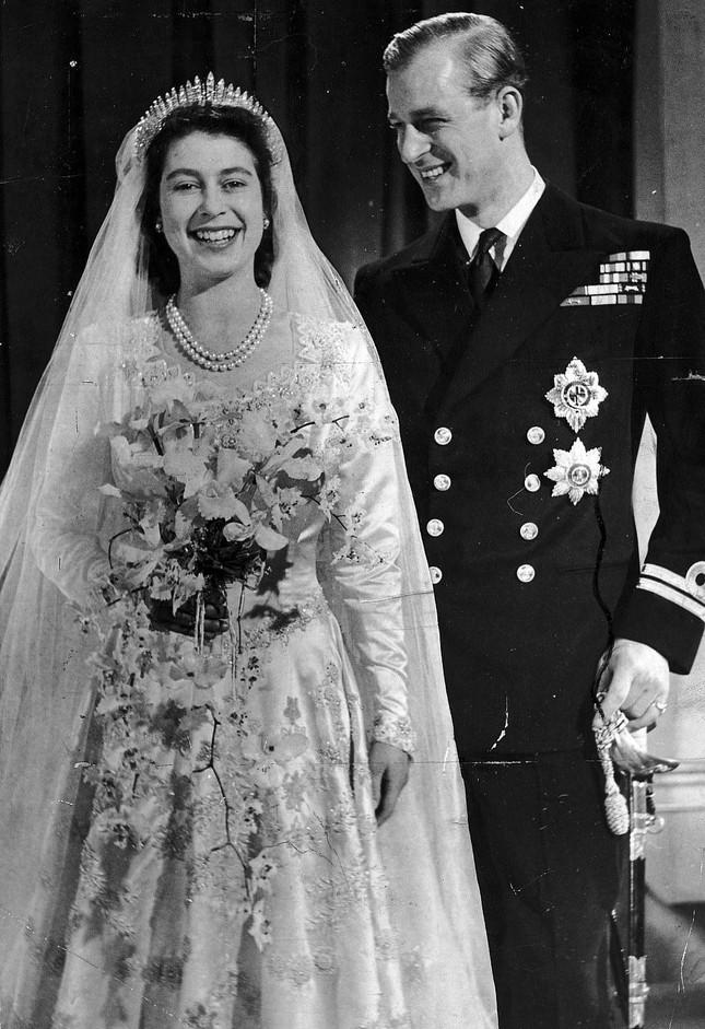 Loạt ảnh ghi dấu chuyện tình đẹp như cổ tích của Hoàng tế Philip và Nữ hoàng Elizabeth ảnh 9