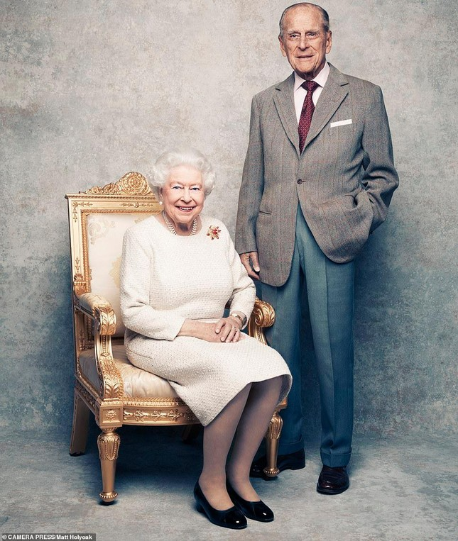 Loạt ảnh ghi dấu chuyện tình đẹp như cổ tích của Hoàng tế Philip và Nữ hoàng Elizabeth ảnh 25