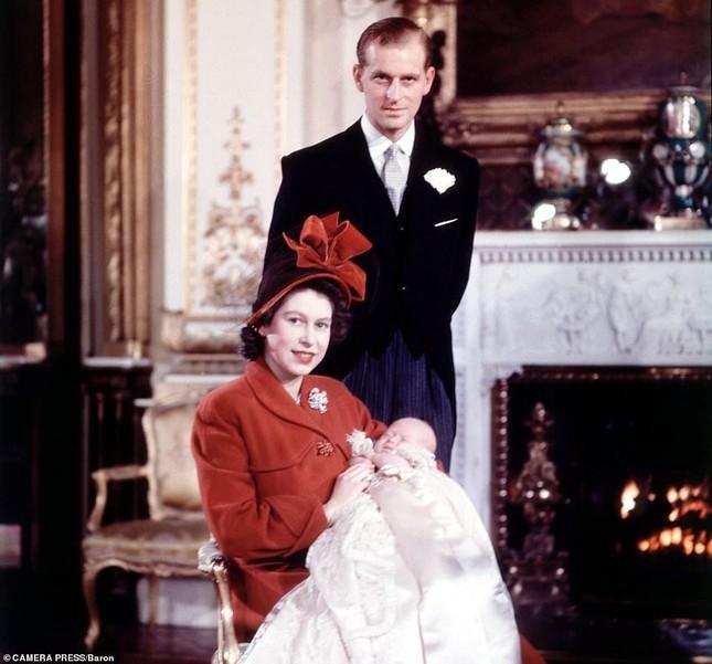 Loạt ảnh ghi dấu chuyện tình đẹp như cổ tích của Hoàng tế Philip và Nữ hoàng Elizabeth ảnh 12