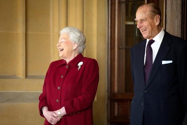 Loạt ảnh ghi dấu chuyện tình đẹp như cổ tích của Hoàng tế Philip và Nữ hoàng Elizabeth ảnh 26