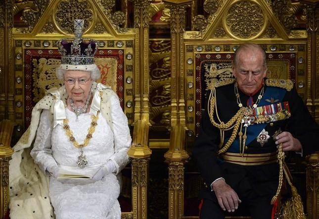 Loạt ảnh ghi dấu chuyện tình đẹp như cổ tích của Hoàng tế Philip và Nữ hoàng Elizabeth ảnh 29