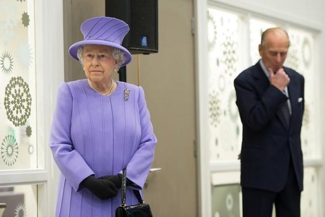 Loạt ảnh ghi dấu chuyện tình đẹp như cổ tích của Hoàng tế Philip và Nữ hoàng Elizabeth ảnh 27