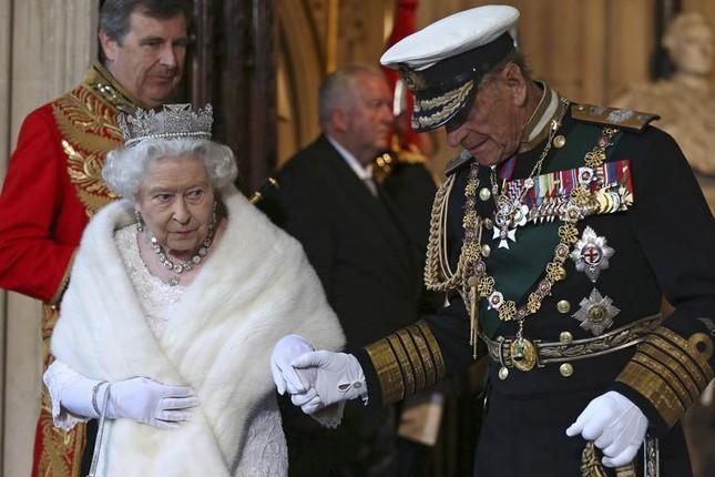 Loạt ảnh ghi dấu chuyện tình đẹp như cổ tích của Hoàng tế Philip và Nữ hoàng Elizabeth ảnh 30