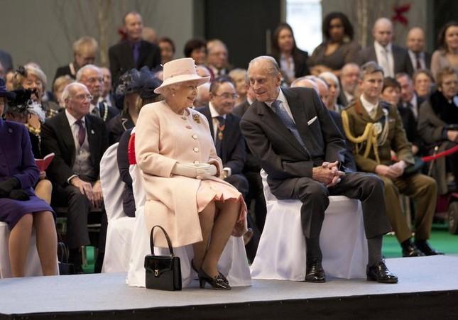Loạt ảnh ghi dấu chuyện tình đẹp như cổ tích của Hoàng tế Philip và Nữ hoàng Elizabeth ảnh 31