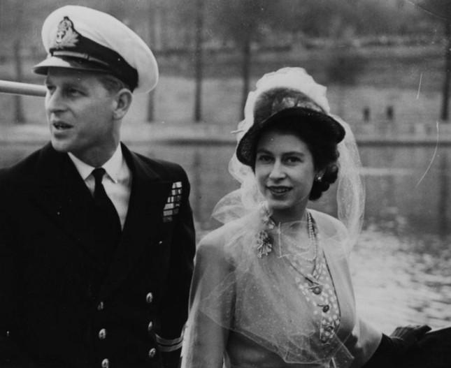 Loạt ảnh ghi dấu chuyện tình đẹp như cổ tích của Hoàng tế Philip và Nữ hoàng Elizabeth ảnh 7