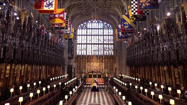 Hoàng gia Anh tiễn đưa phu quân Nữ hoàng Elizabeth II ảnh 11