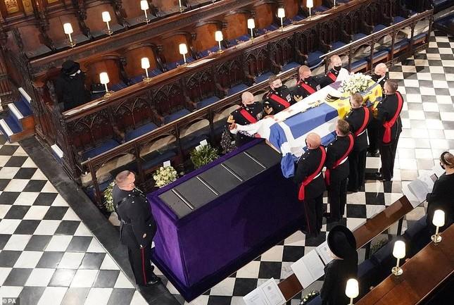 Hoàng gia Anh tiễn đưa phu quân Nữ hoàng Elizabeth II ảnh 12