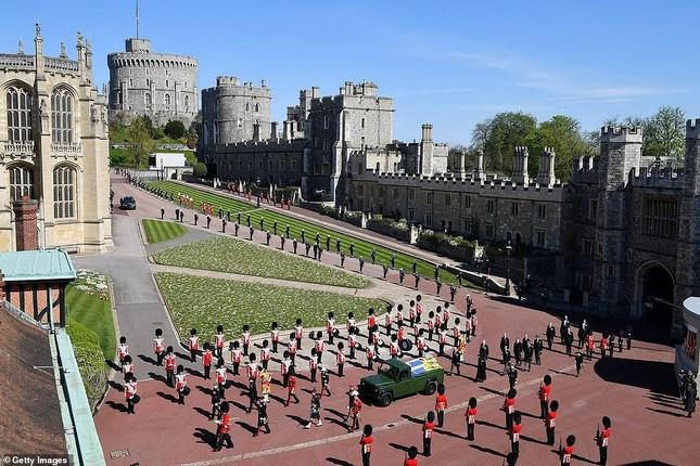 Hoàng gia Anh tiễn đưa phu quân Nữ hoàng Elizabeth II ảnh 2