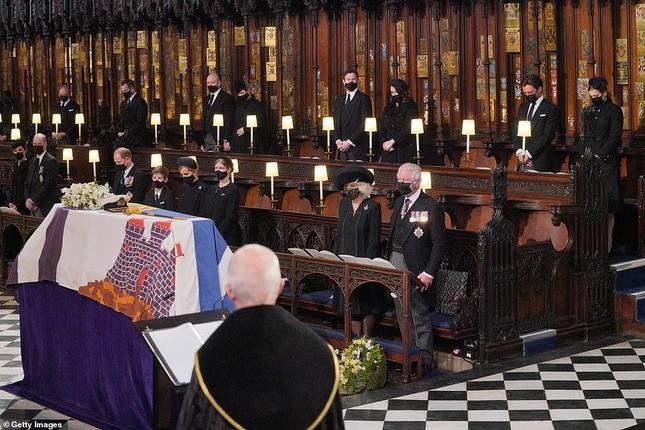 Hoàng gia Anh tiễn đưa phu quân Nữ hoàng Elizabeth II ảnh 10
