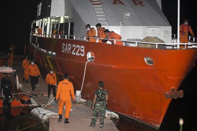 Thủy thủ tàu ngầm Indonesia có thể chết ngạt trước khi hết oxy ảnh 1