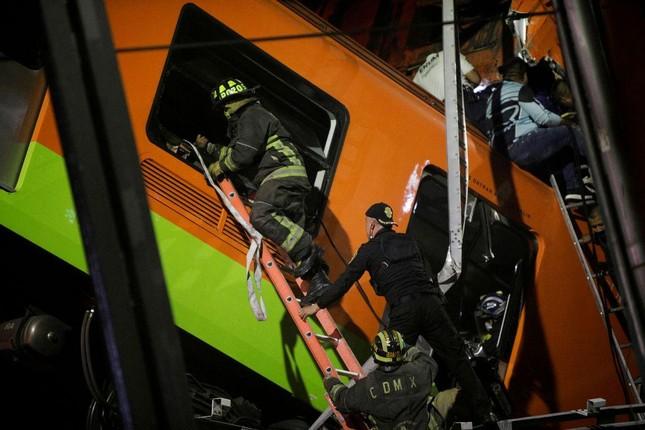 Mexico: Sập đường sắt trên cao đúng lúc tàu chạy qua, hơn 80 người thương vong ảnh 5