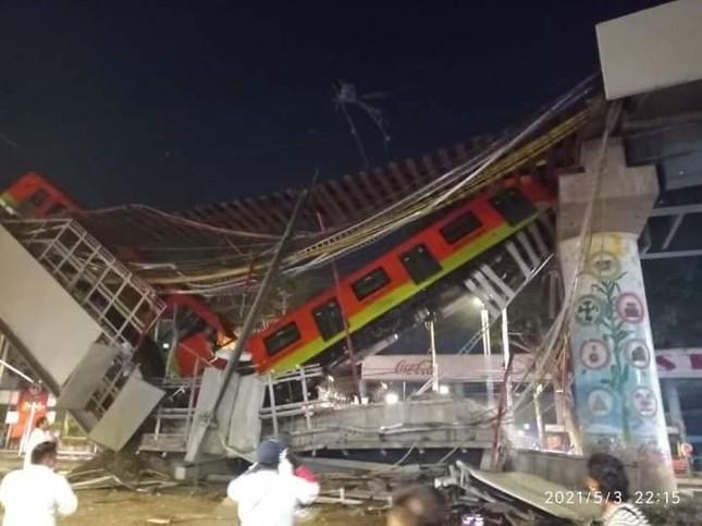 Mexico: Sập đường sắt trên cao đúng lúc tàu chạy qua, hơn 80 người thương vong ảnh 1