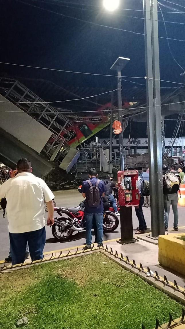 Mexico: Sập đường sắt trên cao đúng lúc tàu chạy qua, hơn 80 người thương vong ảnh 4