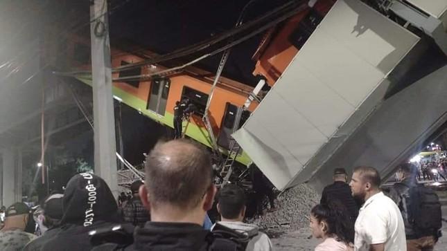 Mexico: Sập đường sắt trên cao đúng lúc tàu chạy qua, hơn 80 người thương vong ảnh 3