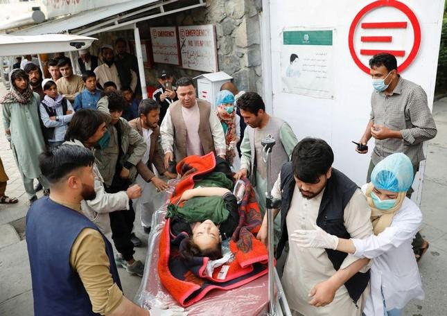 Đánh bom trường học ở Afghanistan, hơn 200 người thương vong ảnh 1