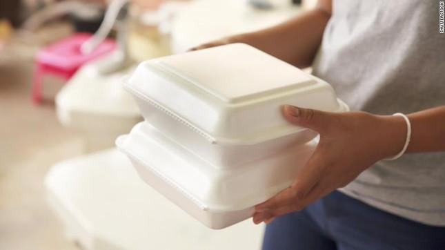 Mỹ cấm dùng hộp xốp đựng thực phẩm ảnh 1