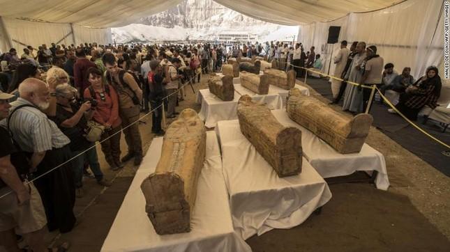 Phát hiện 30 quan tài 3.000 năm tuổi có xác ướp ảnh 2