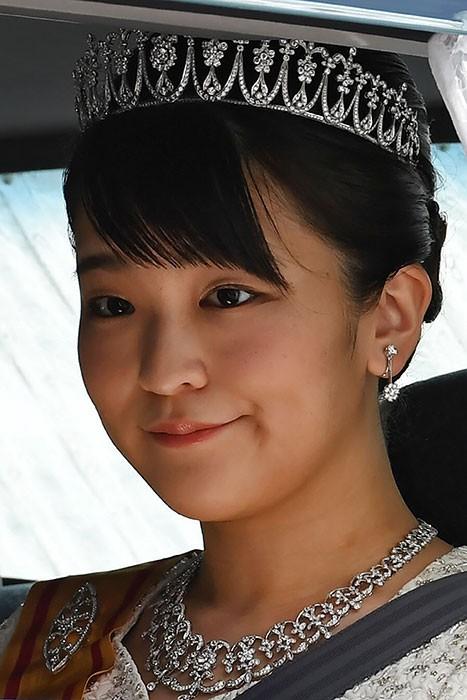 Tân vương Nhật đăng quang với 2 báu vật hoàng cung ảnh 3