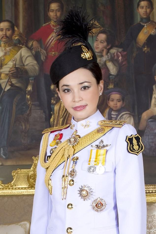 6 quan chức hoàng cung Thái Lan bị sa thải vì vi phạm kỷ luật nghiêm trọng ảnh 1