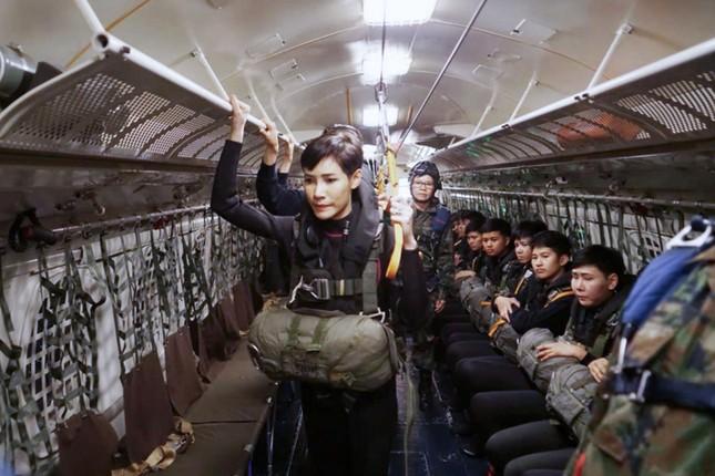 6 quan chức hoàng cung Thái Lan bị sa thải vì vi phạm kỷ luật nghiêm trọng ảnh 4