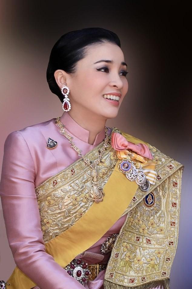 6 quan chức hoàng cung Thái Lan bị sa thải vì vi phạm kỷ luật nghiêm trọng ảnh 2