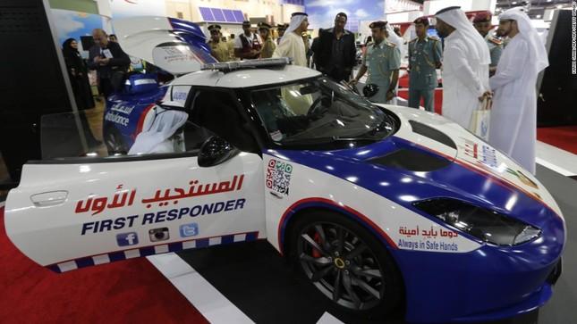 Đội xe cứu thương, xe cảnh sát 'sang chảnh' của Dubai ảnh 1