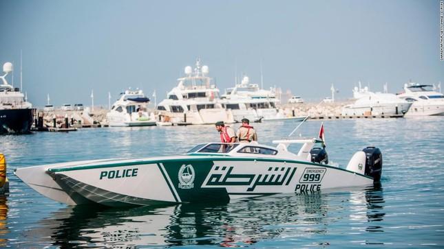 Đội xe cứu thương, xe cảnh sát 'sang chảnh' của Dubai ảnh 12