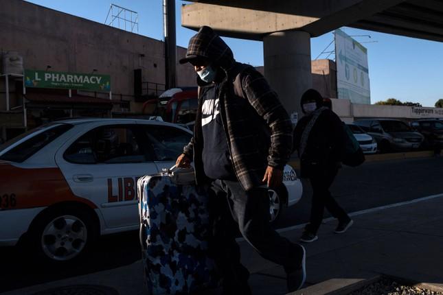 Mỹ sắp cấm người xin tị nạn nhập cảnh, Sri Lanka dừng mọi chuyến bay ảnh 1