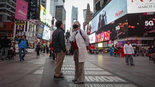 Mỹ: Cố tình làm lây lan Covid-19 có thể bị buộc tội khủng bố, lập nhà xác tạm thời ảnh 1