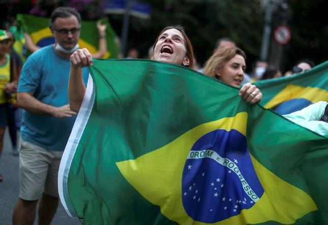 Brazil cực nhọc vật lộn với COVID-19 ảnh 10