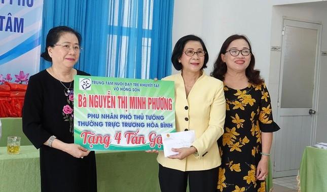 Phó Thủ tướng Trương Hòa Bình thăm, tặng quà Trung tâm Nuôi dạy trẻ khuyết tật Võ Hồng Sơn ảnh 1