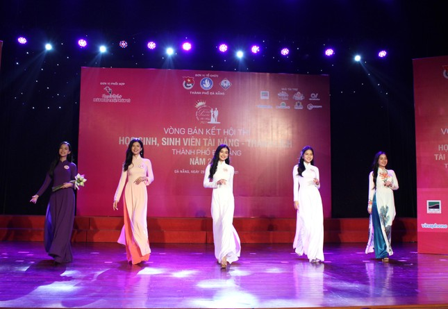 Học sinh, sinh viên thanh lịch Đà Nẵng khoe sắc với áo dài ảnh 1