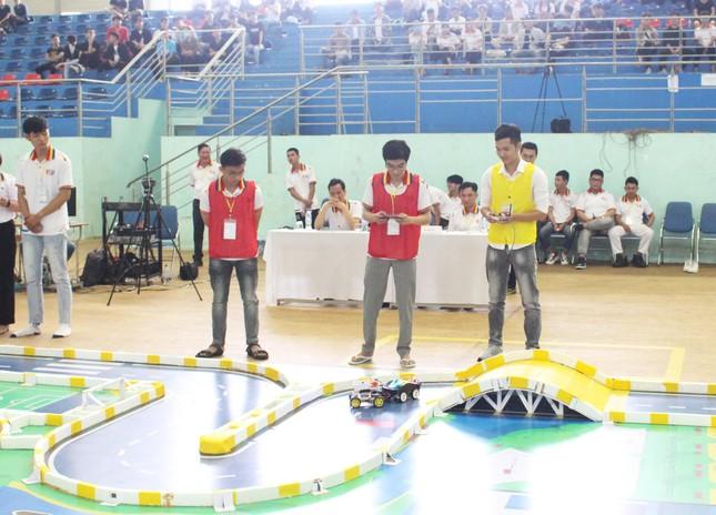 Sinh viên Đà Nẵng tranh tài kịch tính tại Cuộc thi RoboCar ảnh 1