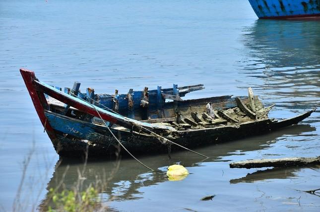 Nhếch nhác 'nghĩa địa' tàu cá tiền tỉ ở cảng Sa Huỳnh ảnh 5