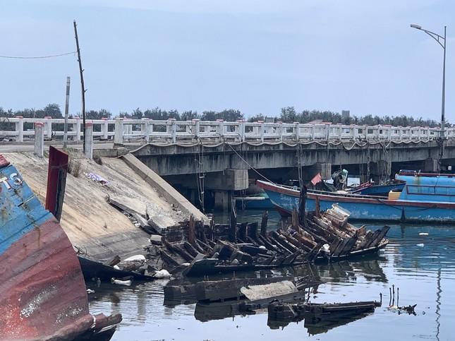 Nhếch nhác 'nghĩa địa' tàu cá tiền tỉ ở cảng Sa Huỳnh ảnh 3