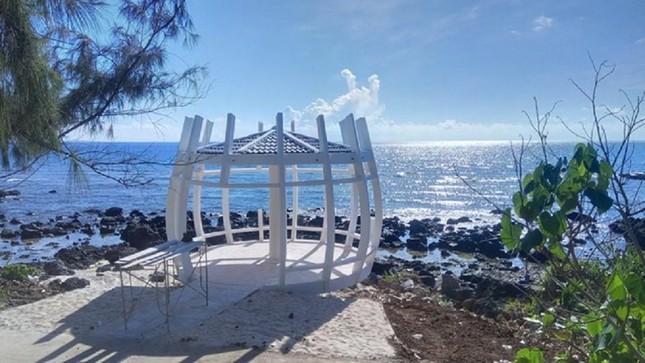 Tháo dỡ điểm dừng chân du lịch xây trên bãi đá nham thạch ngàn năm tuổi ở đảo Bé-Lý Sơn ảnh 2