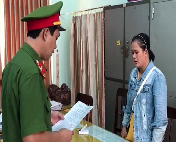 'Ăn chặn' tiền điện hỗ của người nghèo, chủ tịch xã và kế toán bị khởi tố ảnh 1