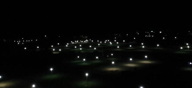 Đèn bẫy bướm trên 'thủ phủ' hành tím ở Lý Sơn sáng rực như sao trời về đêm ảnh 1